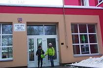 DŽÍNY mají žáci ZŠ Pionýrů nechat 11. prosince doma. Čeká je slavnostní den věnovaný divadlu.