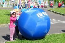 V areálu DDM se ve středu sešlo téměř 700 dětí. Vyzkoušeli si nejrůznější zábavné disciplíny.
