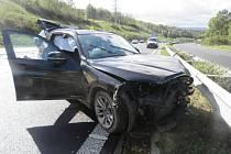 Při nehodě se dva lidé zranili, škoda je 400 tisíc.