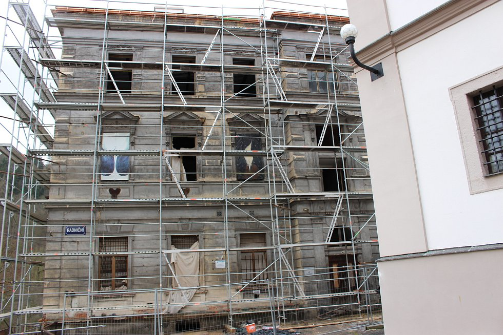 Dvorana vyvolala diskusi. Opravovat najednou, či po částech? A co střešní okna?