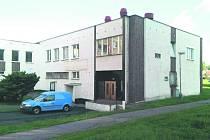 Hospodářská budova u domu s pečovatelskou službou už není využívaná jako dříve. Město ji proto hodlá oprášit a pro lidi vymyslet užitečnější využití.