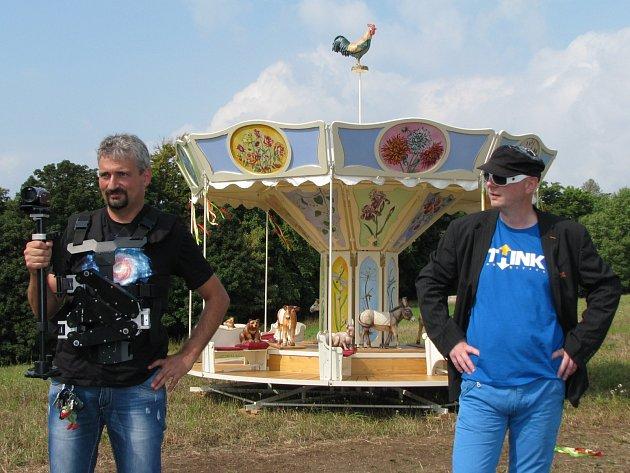 Petr Gardner (vpravo) při natáčení nového videoklipu Pestalozzi.