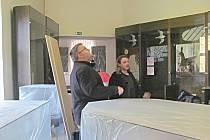 Expozice v muzeu v Sokolově se mění postupně. Letos jsou na řadě další tři místnosti. Přípravné práce dělají zaměstnanci sami.