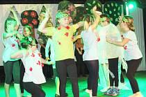 Muzikál Pastelky zahráli žáci ze ZŠ Švabinského svým spolužákům, rodičům, veřejnosti a ke Dni dětí i mateřinkám.