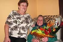 Barbora Karkošová (vpravo) oslavila 102. narozeniny.