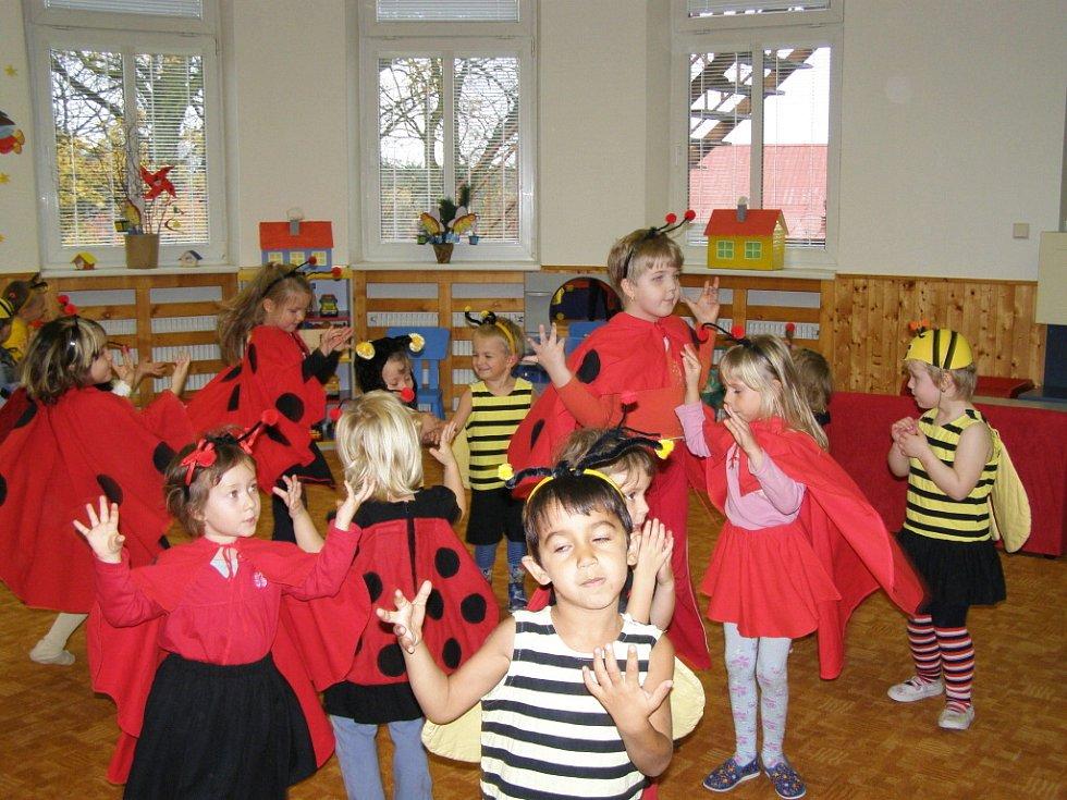 Pohádkové řádění v Mateřské škole v Královském Poříčí.