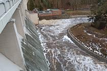 Velké povodně nehrozí, ale k lokálním záplavám může dojít. Stejně jako v únoru na říčce Teplá