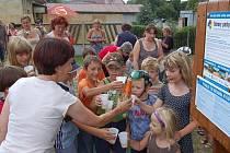 Děti v Dolním Rychnově mají nové hřiště.