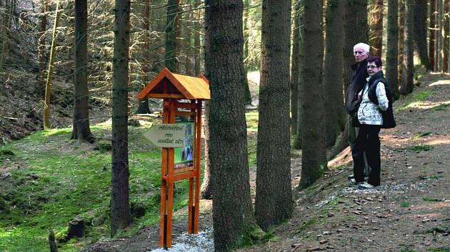 NAUČNÁ stezka nese název Olověný Hartenberg a mapuje historii těžby rud v Hřebenech a Oloví.