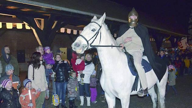 Lidé na statku Bernard v Královském Poříčí přivítají v sobotu Martina na bílém koni.