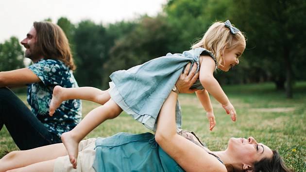 Se svými rodiči nevyrůstá v České republice na 27 tisíc dětí. Dobrá rodina se věnuje i hledání nových náhradních rodičů. Ilustrační foto: Dobrá rodina