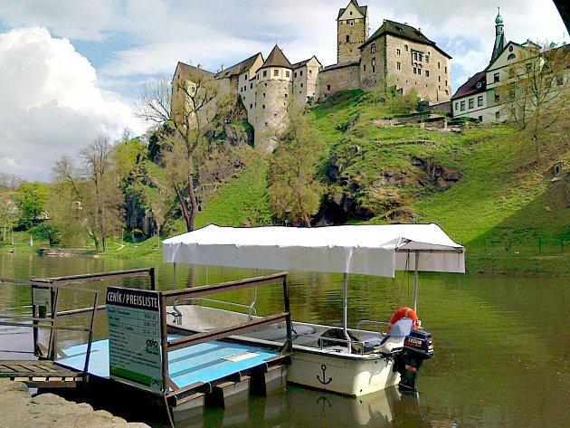 NALODIT se a nechat se unášet pohledem na přírodu nebo historický hrad. To je od května možné na řece Ohři v Lokti.