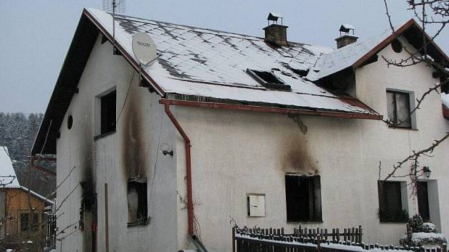 V Šindelové vyhořel domek