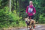 Štěpánka Bartoňová ze Sokolova se canicrossu věnuje. Začínala se zkušeným psem, pak si pořídila vlastního.