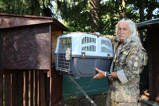SPECIÁLNÍ SOS ANIMAL BOX pro uložení poraněných zvířat je nově umístěný u vstupu do Záchranné stanice handicapovaných živočichů Drosera v Bublavě.