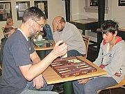 Sobotní odpoledne v loketské knihovně s deskovými hrami, dámou či vrhcáby se konají pravidelně.