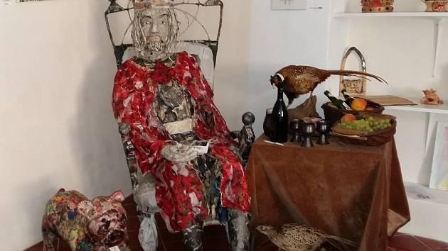 Socha Karla IV. s jeho věrným buldočkem.