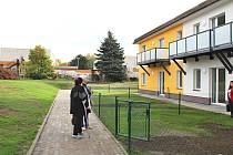 Prohlídku bytů pro seniory zrušili