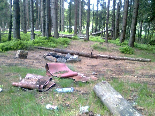 Rašeliniště na Přebuzi po návštěvě 'turistů'.