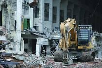 SOKOLOVSKÁ uhelná demoluje bývalou kyslíkárnu.
