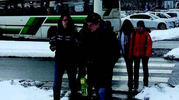 Policisté školáky na přechodech odpoledne nehlídají