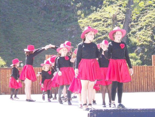 Akce Děti baví Loket se konala naposledy před třemi lety. Děti při ní zatancovaly i v rytmu country (na snímku).
