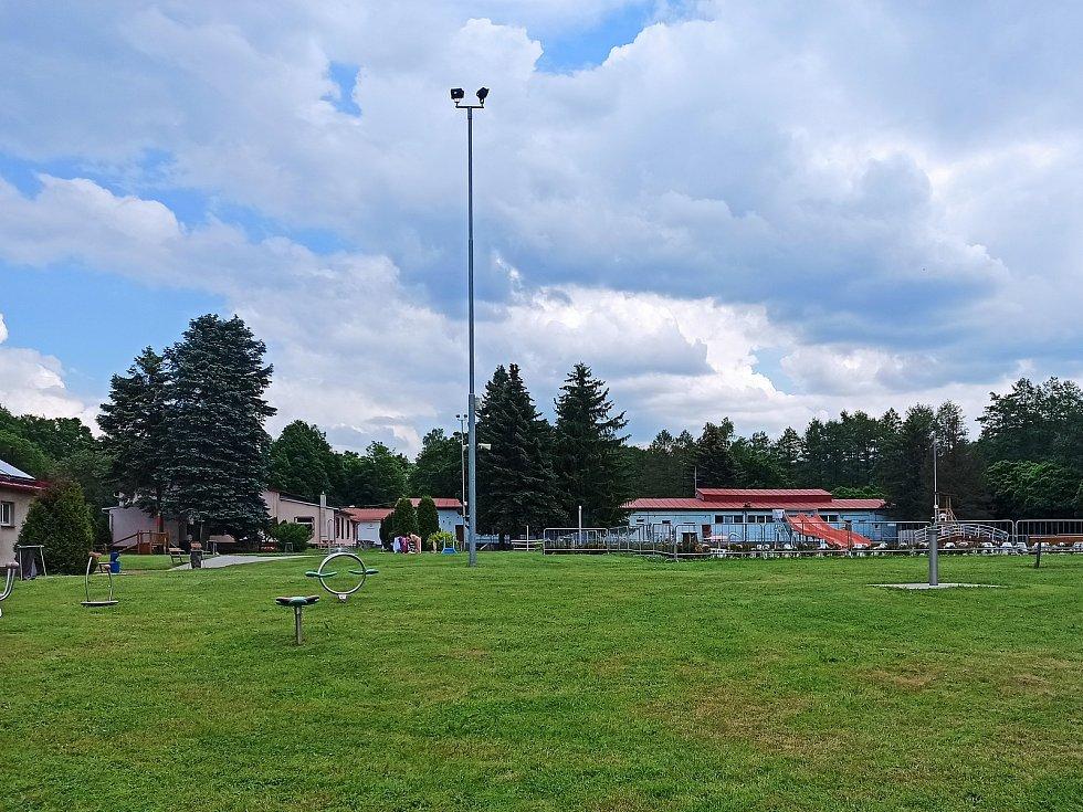 Městské koupaliště Sokolov v úterý odpoledne.