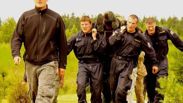 Policisté a vojáci zažili tvrdý výcvik.
