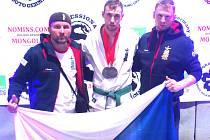 Pavel Pilný (uprostřed) si dovezl s neměckého Metzingenu evropské stříbro