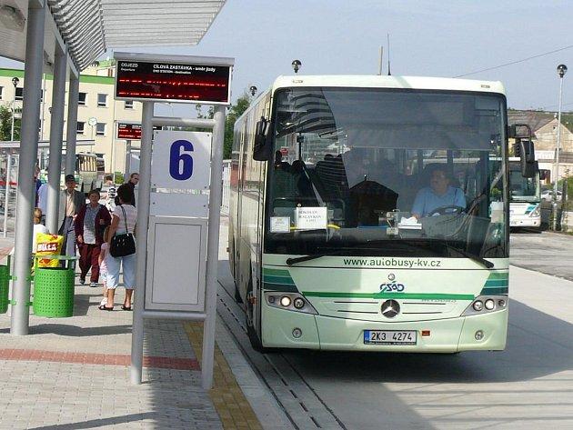 Moderní dopravní uzel, kde se do jednoho místa soustředí autobusy, vlaky, městská hromadná doprava. Dokonce zde probíhá i páteřní cyklostezka.