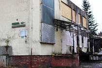Vyhořelá výrobna knedlíků je momentálně zabezpečena proti vandalům i vniknutí neoprávněných osob.