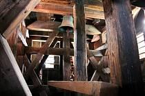 Poslední z původních zvonů ve zvonici kostela sv. Václava v Lokti - sv. Florián.