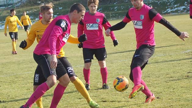 Fotbalová příprava: FK Baník Sokolov (ve žlutém) - FC Chomutov