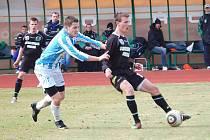 Utkání druhé fotbalové ligy FK Baník Sokolov – FC Zenit Čáslav (v modro – bílé kombinaci) 0:2