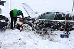 Kraj zasypal sníh, lidé vytáhli hrabla i frézy.
