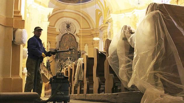 KOSTEL se v novém kabátě ukáže o  benedikci kostela svatého Vavřince po rekonstrukci. Návštěvníci nepřijdou ani o tradiční půlnoční mši svatou, která je součástí Štědrého večera.