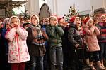 V kostele sv. Václava v Lokti zněly koledy a vánoční písně v podání žáků zdejší základní školy.