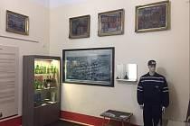 Sklárna zapůjčila muzeu historické předměty.