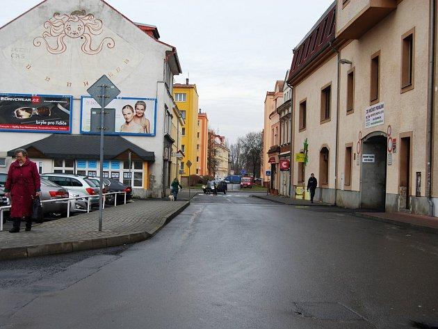 Část sokolovské ulice Křížová, kde veřejné osvětlení není.