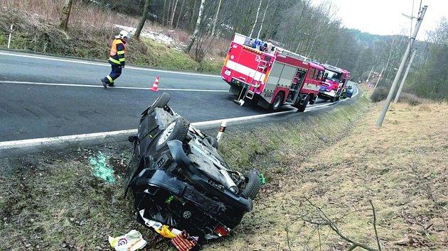 Nehoda mezi Horním Slavkovem a Loktem.