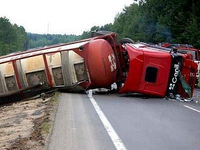 Nehoda kamionu uzavřela u Sokolova silnici I/6