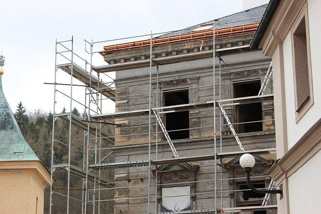 Dvorana vyvolala diskusi. Opravovat najednou, či po částech? Aco střešní okna?