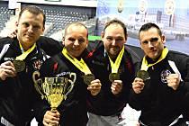 Zlato. Bratři Pekuniakovi s Vladimírem Vrabcem a Danielem Krhutem na mistrovství Evropy v Rumunsku.
