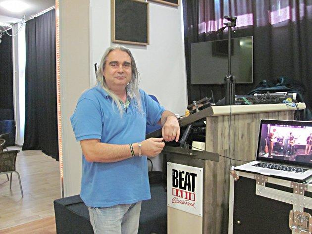 Alfa Music Club si našel příznivce napříč generacemi. Má ještě velké plány. Na snímku jeden z provozovatelů Petr Schneider.