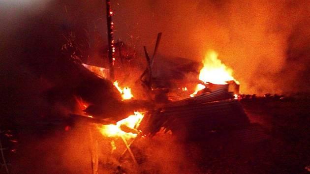 Požár chatky v Těšovicích.