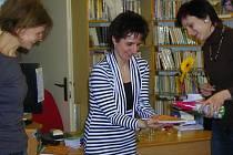 Křest nového Almanachu v loketské knihovně.