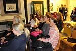 Výstavou provedla návštěvníky na vernisáži sama autorka Lela Geislerová. Došlo i na prodej a autogramiádu knih.
