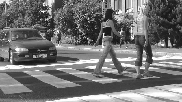 Ukažte dětem, jak mají správně přecházet silnici.