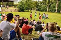 Projekt Fotbal pro rozvoj má letos na Hartenbergu poslední zastávku. Snímek je z loňského ročníku.