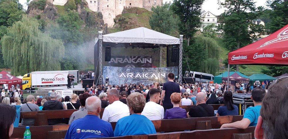 Koncert v loketském amfiteátru
